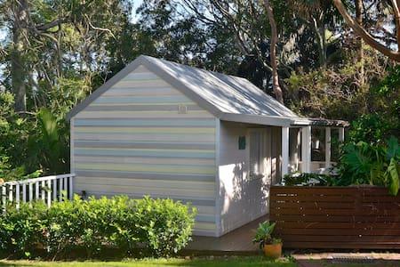 Tranquil Avalon Beach Cottage - Avalon - Stuga