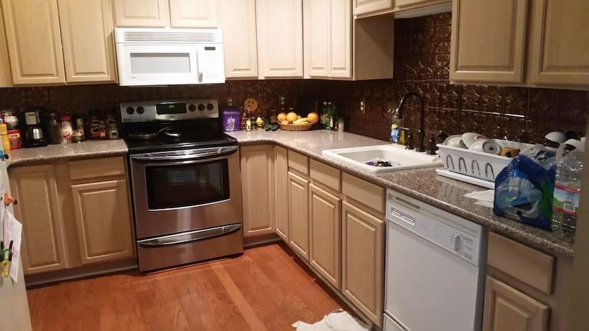 Cozy 1 Bedroom in centre W. Drbn. - Dearborn - Lägenhet