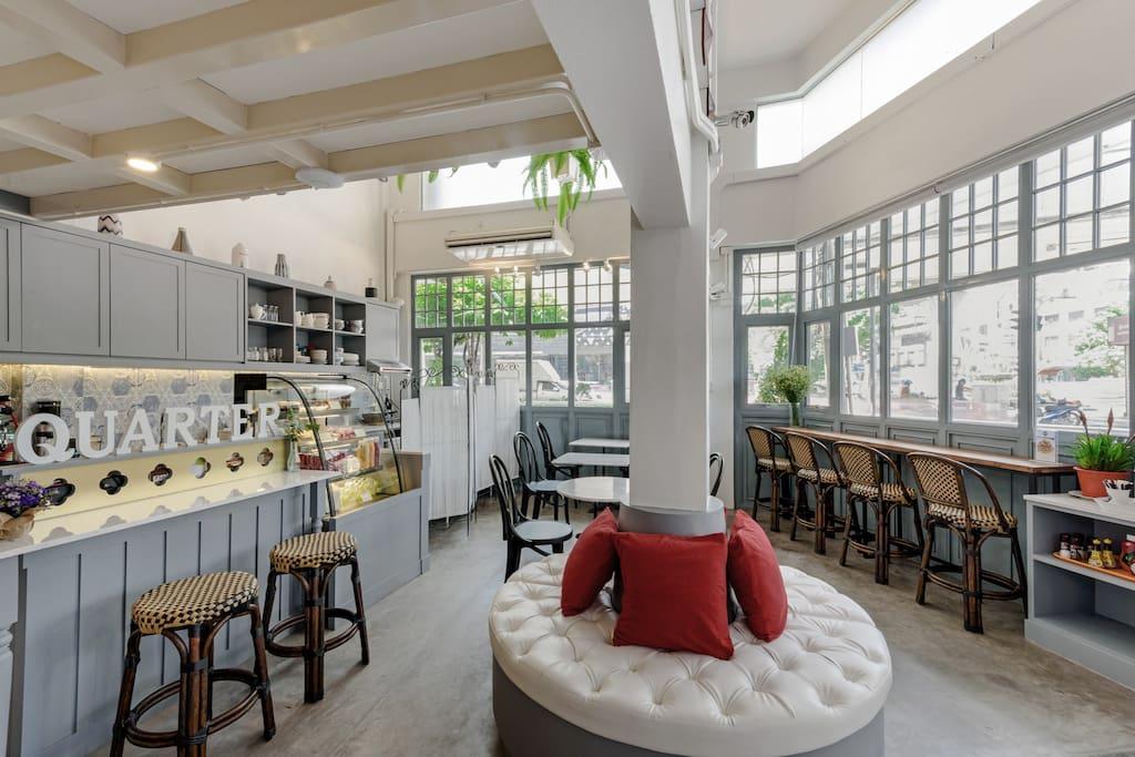 cafe & breakfast area