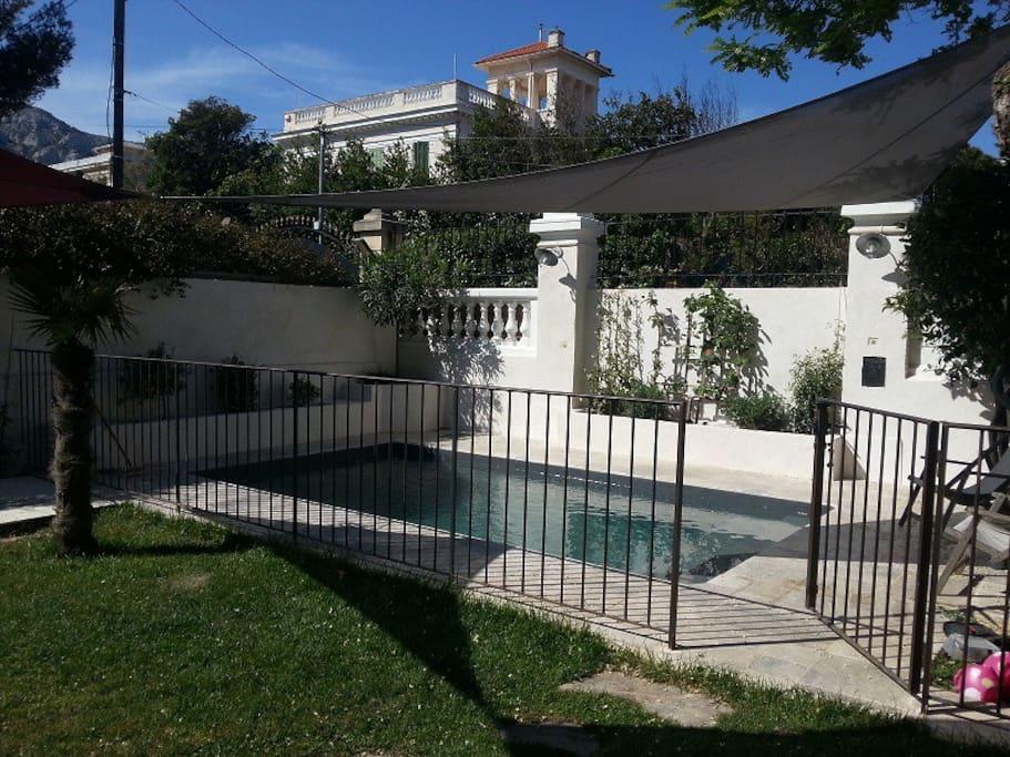 maison avec piscine et jardin au calme houses for rent in marseille provence alpes c te d. Black Bedroom Furniture Sets. Home Design Ideas