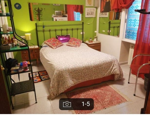 Alquilo habitación por 250€ y por 180€ al mes.