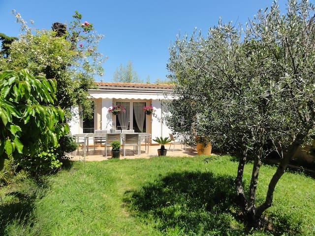 Coquette Villa avec grande terrasse