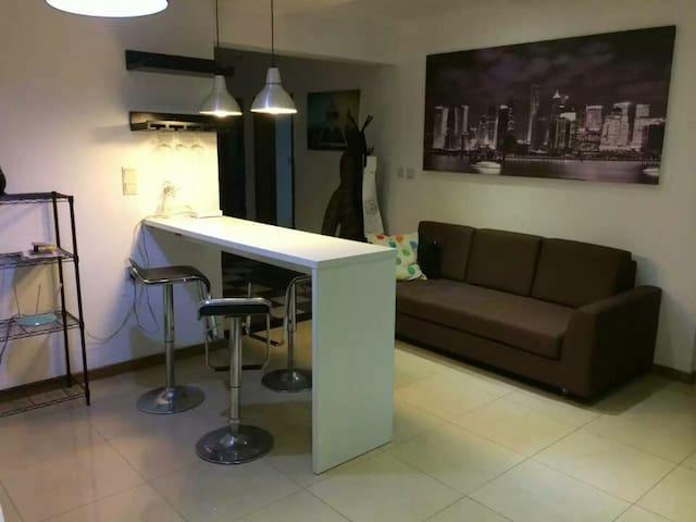 City Center, Good Transportation, Cheap Room - Xangai