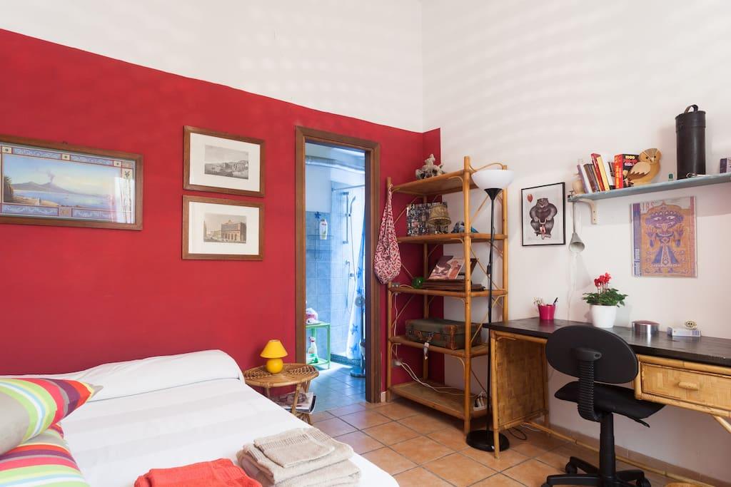 Stanza studioart con bagnopersonale appartamenti in for Airbnb napoli
