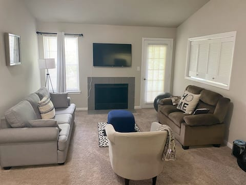 Entire cozy nest minutes from Dulles Airport
