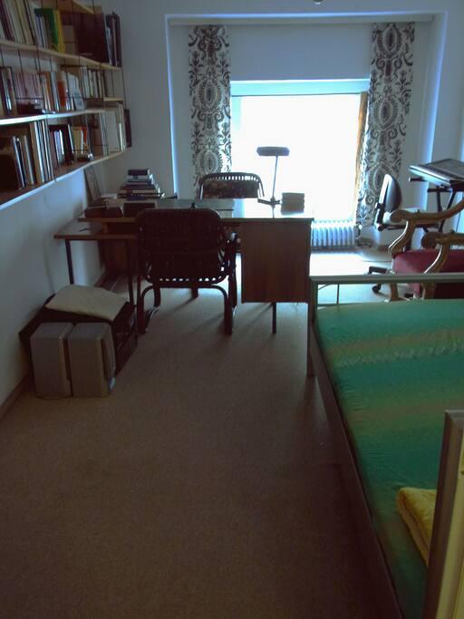 Euer/Dein Zimmer. Your Room.