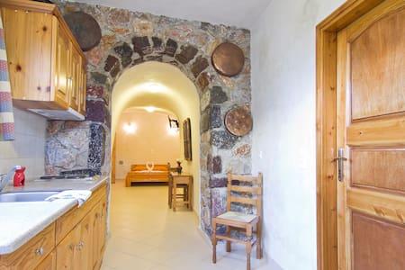 Cave House in Karterados Beach - Karterados - Rumah