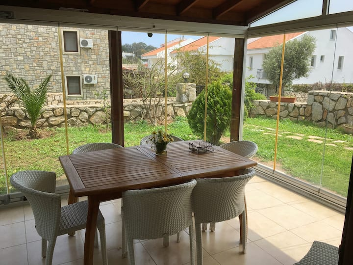 Centrally Located Functional Apartment with Garden