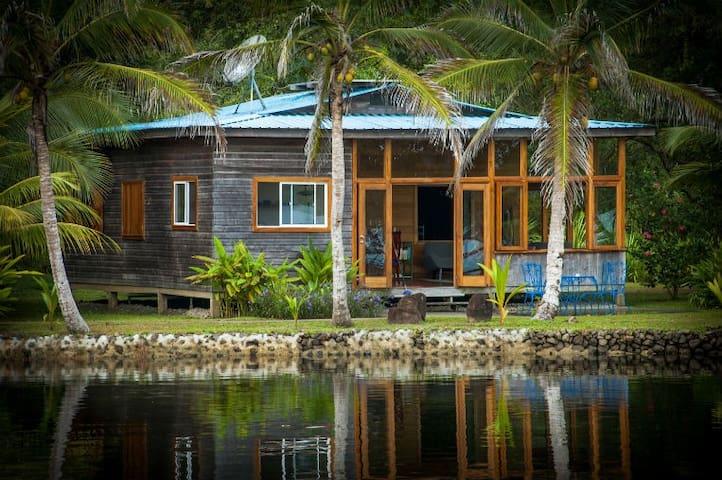 Dolphin Bay Cabanas: Island Cottage - Bocas del Toro District - Talo