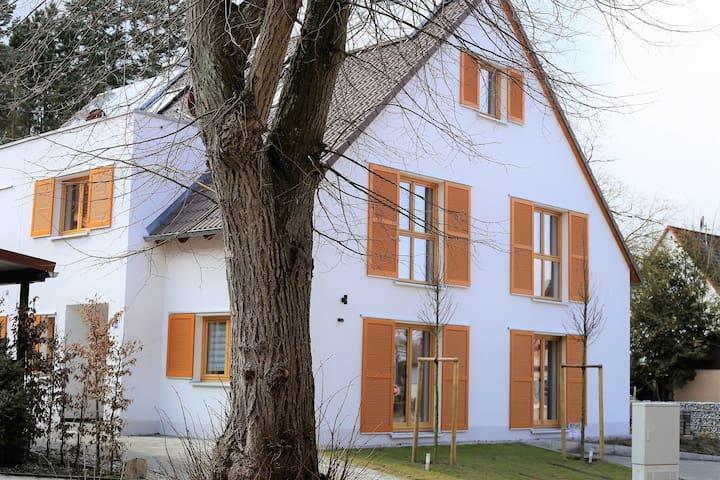 Großes Haus bei Messe Nürnberg (Küche & 5 Zimmer)