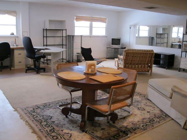 Centrally located spacious studio