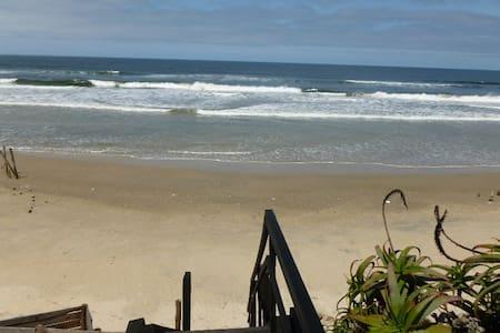 Hermosa casa a metros del oceano!!! - Aguas Dulces