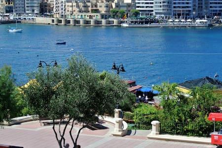 Seafront apartment Sliema - Tas-Sliema - Apartment