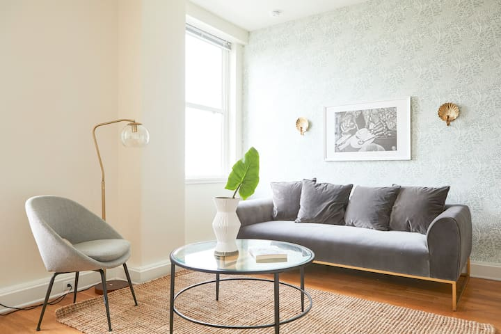 Sonder | Duncan Plaza | Smart 1BR + Pool