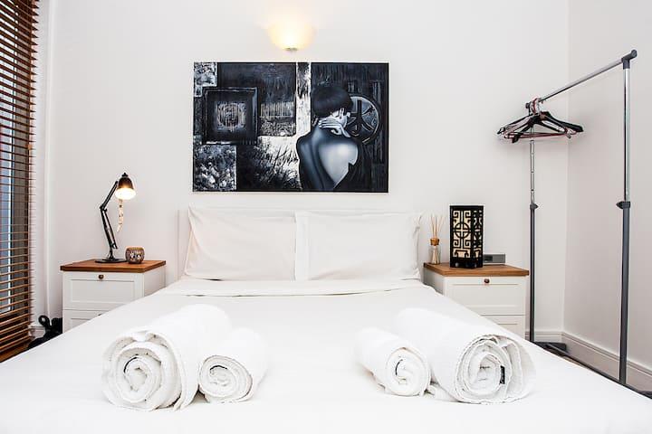 *Luxury Artist Apartment near Liverpool Street