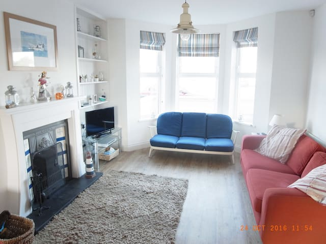 Port House, coastal style 3 bedroom house - Portstewart