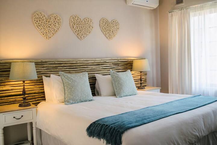 African Sands Guesthouse - Luxury Queen Room