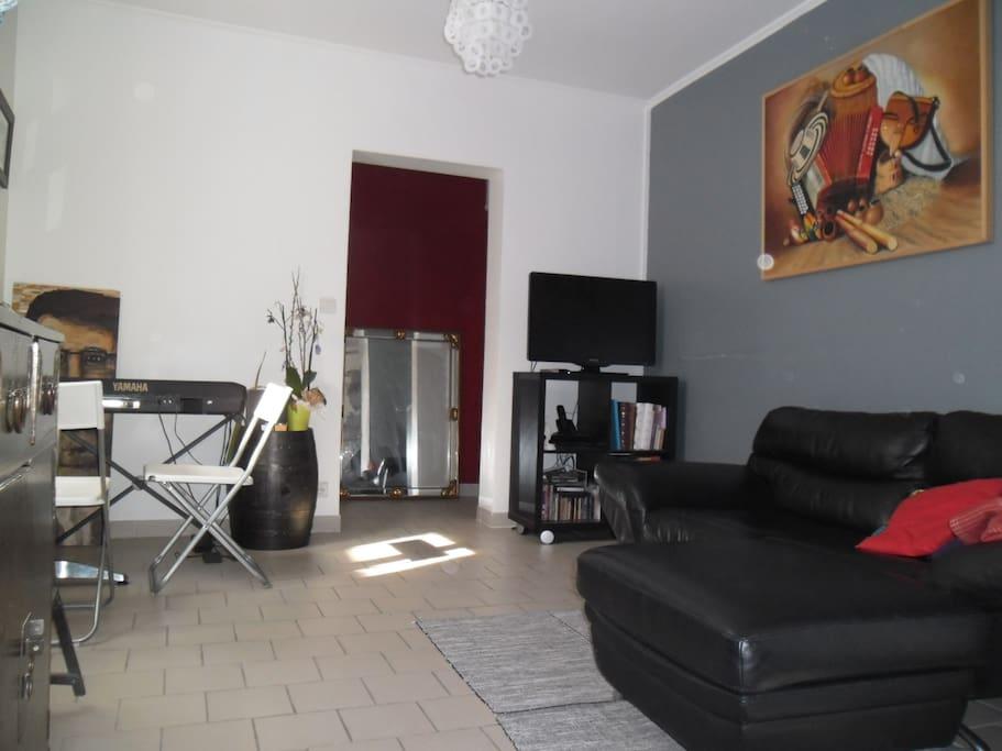 charmante maison de ville apartments for rent in sucy en. Black Bedroom Furniture Sets. Home Design Ideas