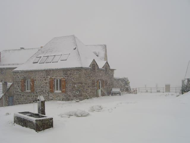 Maison de caractère, village de la Tour 1000m alt. - La Tour-d'Auvergne