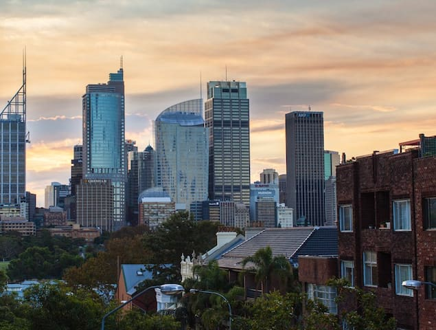 Top floor luxury sunny pad w balcony + city views - Sydney - Apartament