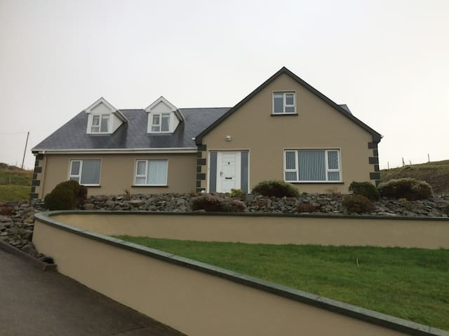 Bavin House, Bavin, Kilcar, Co Donegal. F94DD25.