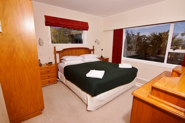 Master bedroom (with ensuite bathroom).  Also has a TV & Sky satellite.