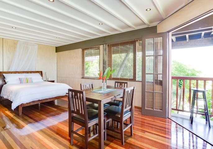Hillside Studio in Trinity Beach - Couples Retreat - Trinity Beach - Huis
