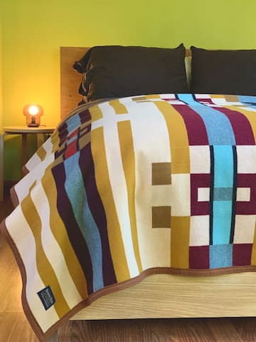 Upstairs primary bedroom, linen duvet, feather duvet and pillows, cotton sheets and Pendleton blanket for extra cozy nights!