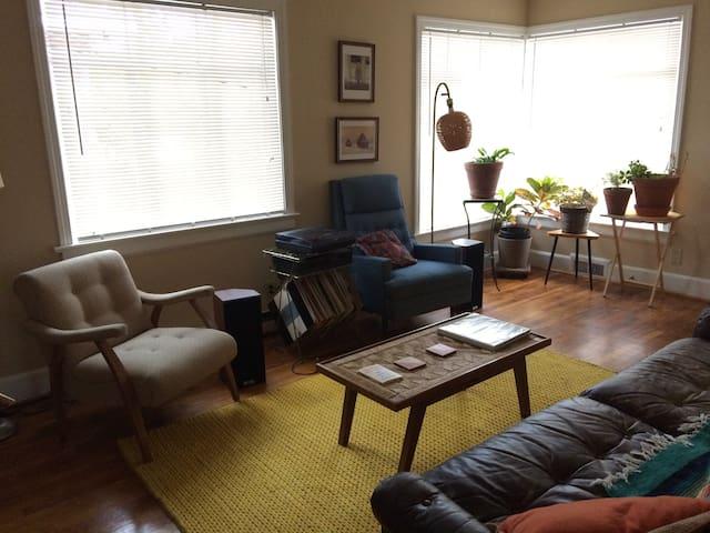 Cute, airy apartment close to Downtown Durham! - Durham - Huoneisto