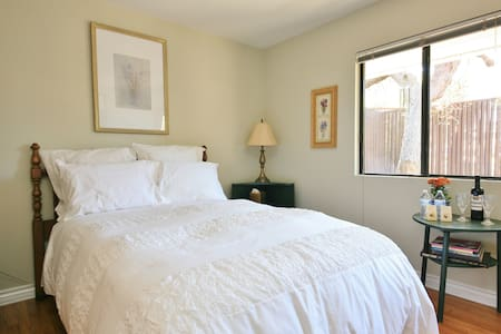 PRIVATE bed/bath/office/patio w/breakfast - Los Angeles