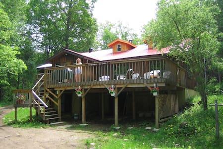 Award winning Algonquin Eco-Lodge - Faház