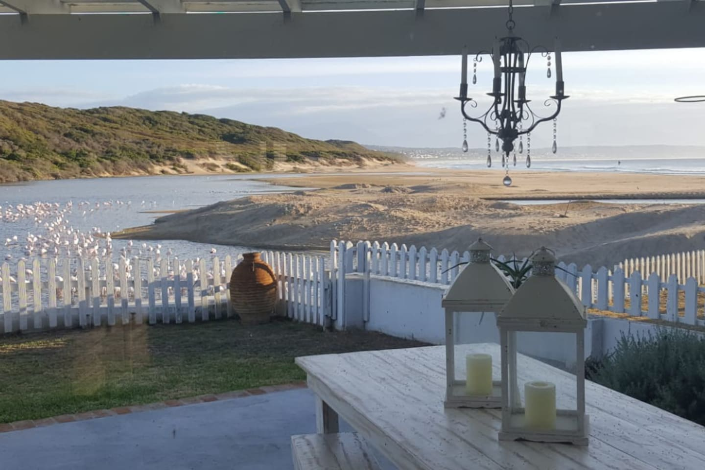 Set on the estuary banks with views of the waves breaking on the beach - what can be more relaxing?