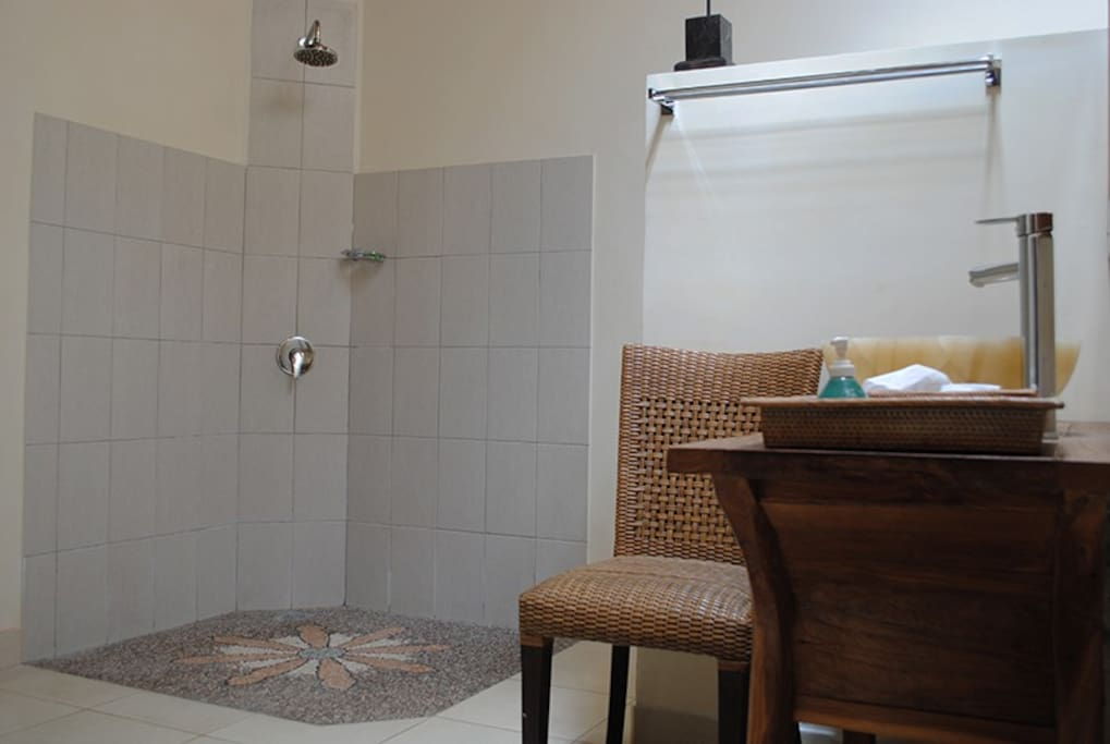 The second en-suite bathroom is also identical.
