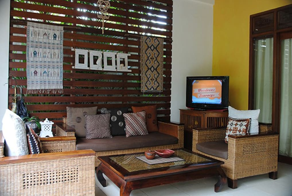 Open living area with wifi and cable TV.