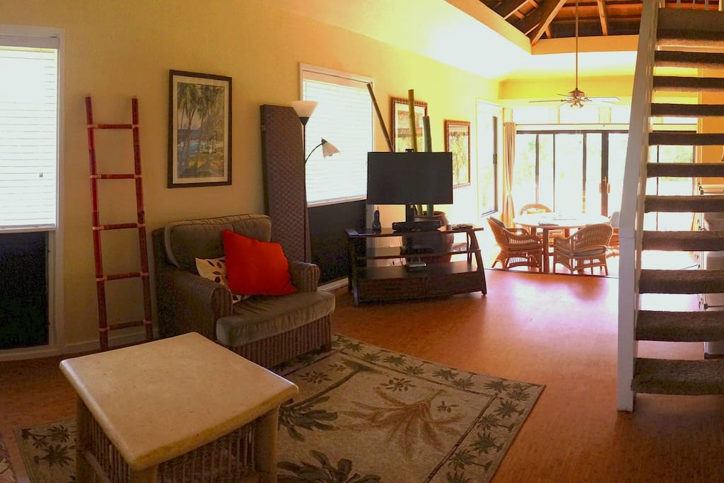 Living and Dining room with morning sunshine pouring in from lanai.