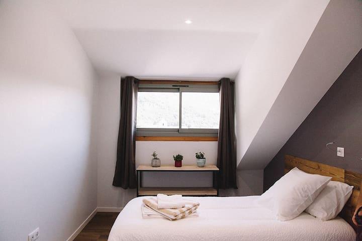 Appartement avec terrasse vue sur les Pyrénées