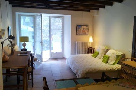 Charmant studio avec terrasse - Lägenhet