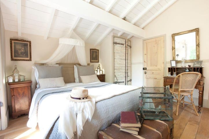 Le Pigeonnier-LYON, beautiful room - Écully - Bed & Breakfast