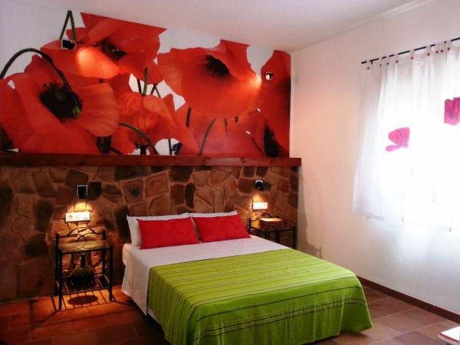 Casa El Patio: Dormitorio Primavera, de 14 m2, estilo rústico moderno.
