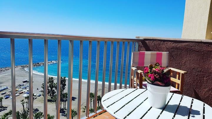 Ático estudio en 1° línea de Playa en Almuñécar