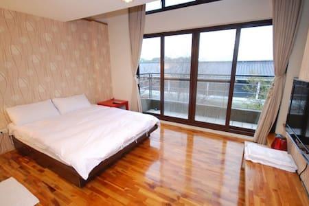 三義行館-天窗景觀雙人房(樓中樓) - Sanyi Township - Bed & Breakfast
