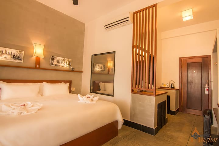 Superior Double Private Balcony:Ombra Angkor hotel - Krong Siem Reap - Bed & Breakfast