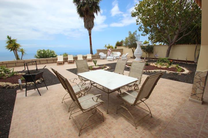 Herrenhaus Spacious canarian holiday villa. Unobstructed view of Atlantic Ocean