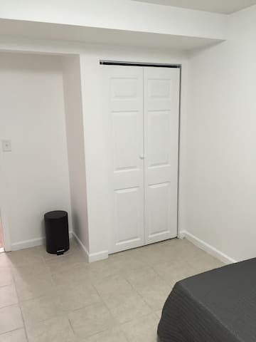 Very nice , clean bedroom for rent - New Carrollton  - House
