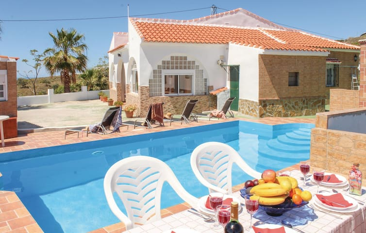 Holiday cottage with 3 bedrooms on 109 m² in Vélez Málaga