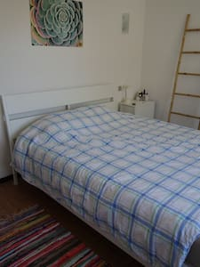 Chambre dans village calme entre Montpellier &Sète