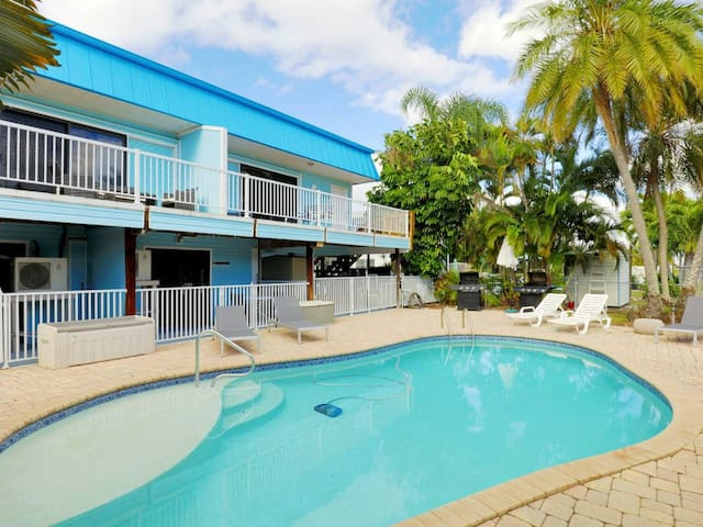 VACATION FOR TWO - 450ft to beach, heated pool