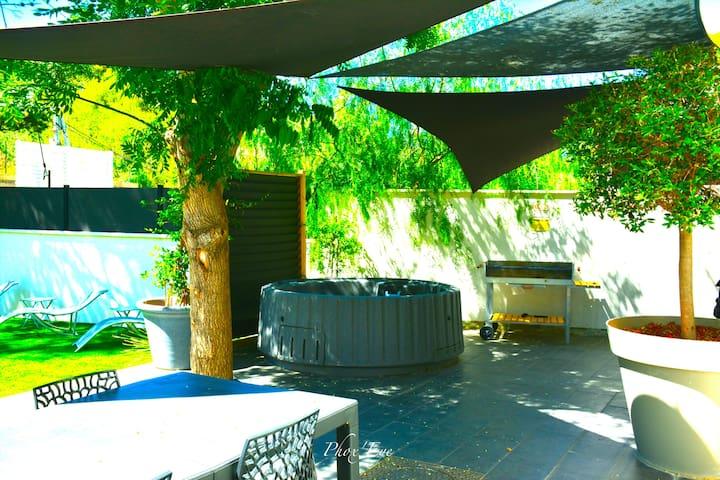Villa tout confort (piscine et jacuzzi privés)