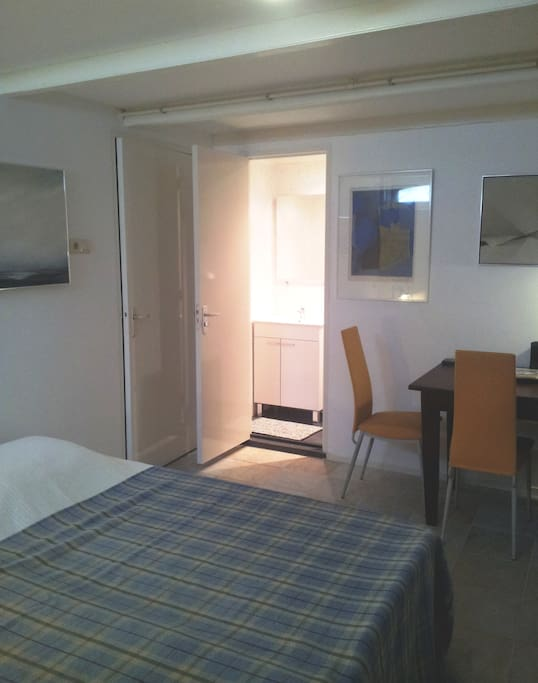Your bedroom in our cool souterrain with 2 separate beds
