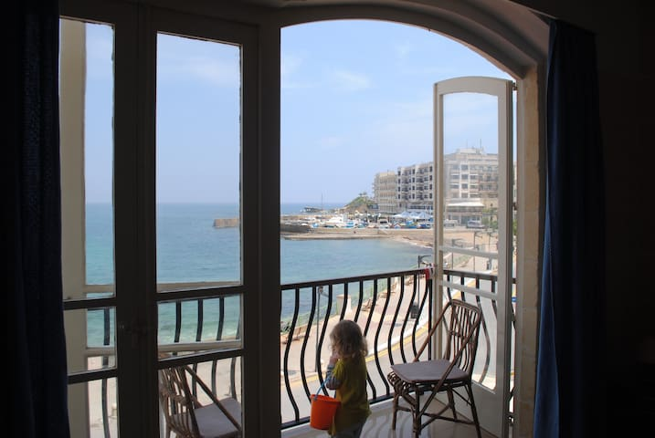 5 Pebbles court Marsalforn Seafront